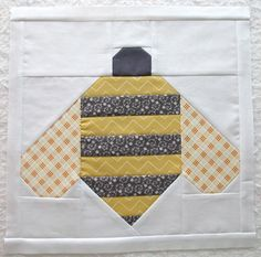 The Bee in my Bonnet Row Along.Quilt Label and a Bee in my Bonnet Bumble Bee Tutorial! Paper Piecing Patterns, Quilt Block Patterns, Pattern Blocks, Quilt Blocks, Pattern Ideas, Small Quilts, Mini Quilts, Scrappy Quilts, Farm Quilt