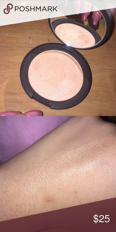 Becca highlighter in champagne pop✨ Only used 3 times and still a whole lot left, Im only selling because it doesn't fit with my skin tone and plus it didn't give much of a glow for me BECCA Makeup Luminizer