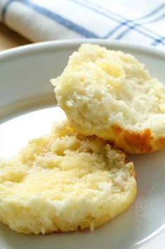 Bisquick Biscuits are made with Sprite and are the easiest biscuits youll ever make! They turn out perfect every time! Jamie Oliver, Sprite Biscuits, Bisquick Recipes Biscuits, Homemade Biscuits, Quinoa, My Favorite Food, Favorite Recipes, Smoothies, Buttery Biscuits