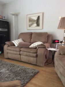 Causeuse Inclinable Achetez Ou Vendez Des Meubles Dans Grand Montreal Petites Annonces De Kijiji Page 7 Lounge Chair Recliner Chair Furniture