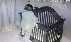 La abuela pone al bebé en la cuna y la cámara de seguridad capta algo que hace reír a todos #viral