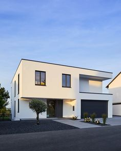 Efh in bornheim modern houses by philip kistner photography .- EFH in Bornheim: modern houses by Philip Kistner Photography Future House, Exterior Tradicional, Design Exterior, Patio Interior, House Goals, Modern House Design, Home Fashion, Modern Architecture, New Homes