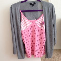 (pink top and gray cardigan top (Pink top): fits XS/S size ,(gray cardigan top) :it's  XS size but, actually fits XS/S size. Tops