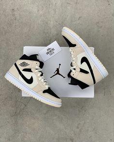 Cute Nike Shoes, Cute Nikes, Cute Sneakers, Nike Air Shoes, Running Shoes Nike, Shoes Sneakers, Jordan Shoes Girls, Girls Shoes, Mode Converse