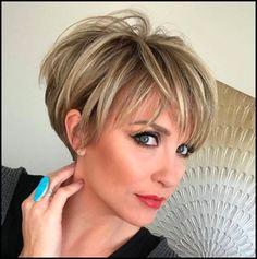 Die Besten Farben für Kurze Haare 2018 – Trend Kurze Frisuren #Frisuren2018 #HairStyles #bobfrisuren2018 #ModerneFrisuren  #kurzhaarfrisuren2018 #frisurenmänner2018 #TrendMode #Damenfrisuren #Hochzeitsfrisuren #Kinderfrisuren #Langhaarfrisuren #Lockenfrisuren #PromiFrisuren #haarschnitt Kurze Haare nie aus dieser Mode gekommen und 2017 wurde die Spektrum via kürzere Stränge. Ebenfalls kurze Haarschnitte sind, die Ihren Weg solange s...