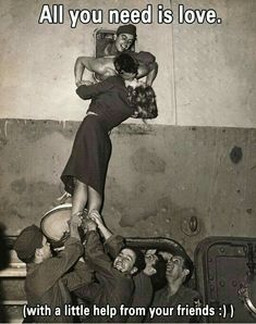 19 Kisses Captured At The Perfect Moment: Marlene Dietrich kisses a GI as he arrives home from World War II in this is just a heart warming beautiful photo. Marlene Dietrich, One Last Kiss, Best Kisses, Pics Art, All You Need Is Love, Vintage Love, Vintage Kiss, Vintage Romance, Vintage Style