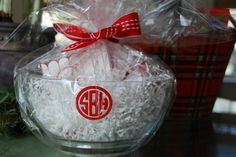 Gift - Personalized acrylic bowl filled with popcorn & seasonings for a holiday movie night.