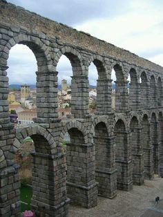 Acueducto de Segovia, España.