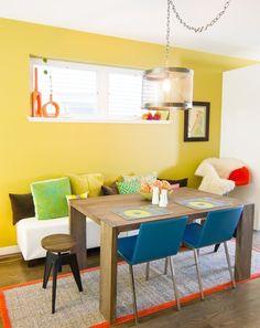 Cadeiras de jantar com mesa de madeira azuis