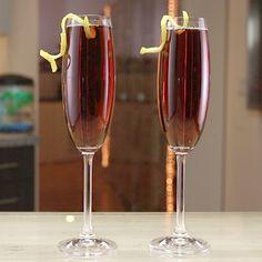 White Wine Cocktail, White Wine Spritzer, Dry White Wine, Champagne Cocktail, Bartender Recipes, Tipsy Bartender, Iba Cocktails, Strawberry Wine, Peach Bellini