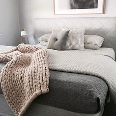 Making beds in summer is all about layering. It's waaayyyyy too hot for doonahs most nights and mostly a sheet will do! The key is layers so that you can be comfortable whatever the temperature is. Most people would think I'm mad paying this much attention to how I make my bed!! #crazybedlady