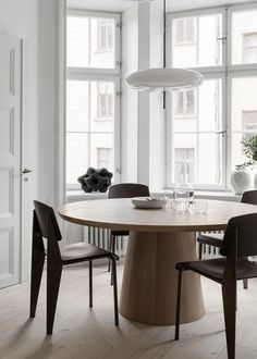 Home sweet home Stockholm Apartment Styled by Lotta Agaton Design. architecture Agaton Apartment Design Home Lotta residential Architectural Style Stockholm Styled sweet Visual Interior Design Living Room, Living Room Decor, Interior Decorating, Kitchen Interior, Living Spaces, Dining Room Inspiration, Interior Inspiration, Dining Room Design, Dining Rooms