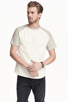 15 euros  Camiseta con mangas raglán: Camiseta en punto de algodón flameado con…