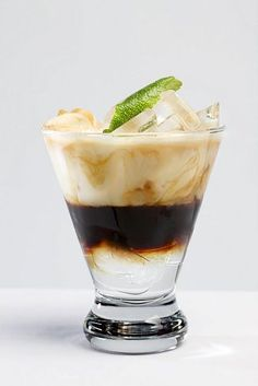 Cooling Coconut Cream: Ingredients: 2 oz espresso or strongly brewed coffee 3 oz milk 3 oz coconut milk 1 oz simple syrup 2 cups ice + coconut rum! Refreshing Summer Drinks, Fun Drinks, Yummy Drinks, Yummy Food, Beverages, Dessert Drinks, Alcoholic Drinks, Summer Drink Recipes, Easy Drink Recipes