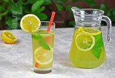 Limonada cu menta este bautura mea racoritoare preferata vara. Este absolut perfecta, dulce acrisoara, numai buna de savurat. Nu va mai spun ca ador lamaile Cocktail Drinks, Alcoholic Drinks, Beverages, Cocktails, Pastry Cake, Frappe, Sweet Memories, Bowl, Carafe