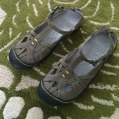 Jambu sandals NWOT Perfect condition and great for the Summer, comfortable and versatile.  Leather Jambu Shoes Sandals