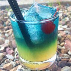CRANBERRY PARADISE 1 oz. (30ml) Coconut Rum 1/2 oz.(15ml) Banana Liqueur 2 oz. (60ml) Pineapple Juice 2 oz. (60ml) Cranberry Juice Splash Blue Curaçao