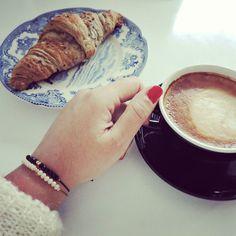 Buon giorno! Buenos días! Q tal un cafecito acompañado de nuestras pulseras Ciaobellaido?  Info y pedidos en ciaobellaido@hotmail.com  #Ciaobellaido #Pulserasciaobellaido #handmadejewelry #hechoamano #hechoconcariño #pulsera #bracelet #coffee #croissant #breakfast by ciaobellaido