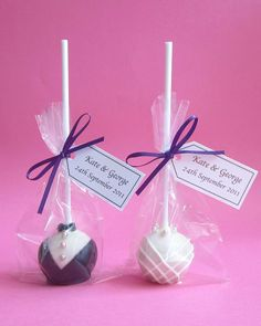 "Ideal Bride brings you our 5 of the best Wedding Cakepops, as chosen by our editor. The editor says ""Cakepops make great wedding favours and are adored by guests, young and old. Essentially a cake lollipop, cakepop designs are becoming increasingly elaborate and can be adapted to match almost any wedding theme or colour scheme. A fun and quirky alternative from the more traditional wedding favours."""