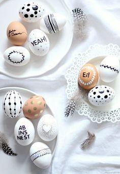 {DIY} Ostereier bemalen - Emma Bee - In weniger als 14 Tagen ist Ostern, eine wunderbarer Zeitpunkt sich langsam um die Osterdekoration - Hoppy Easter, Easter Bunny, Easter Eggs, Spring Decoration, Diy Y Manualidades, Easter Holidays, Egg Decorating, Easter Party, Easter Crafts