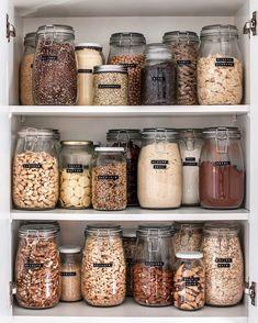 Zero Waste Kitchen Essentials - Going Zero Waste Kitchen Organization Pantry, Home Organisation, Pantry Storage, Organization Ideas, Kitchen Storage, College Organization, Pantry Labels, Pantry Ideas, Bedroom Organization