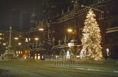 Marienplatz an Weihnachten, 1958 Timeline Images, Retro, Christmas Tree, Holiday Decor, Christmas, Christmas Eve, Historical Pictures, Christmas Time, Dekoration