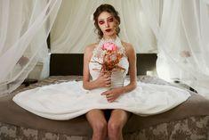 Un bouquet per una sposa alternativa che ha voglia di sorprendere e di avere un accesorio che la rappresenti, nel giorno più importante della sua vita. Un bouquet che non è un semplice bouquet da sposa ma è una grande emozione che rimarrà con te per sempre. #bouquetdasposa #peonia #alternativi #matrimonio Grande, Formal Dresses, Fashion, Elegant, Dresses For Formal, Moda, Formal Gowns, Fashion Styles, Formal Dress