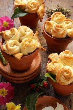 vasi con rose di pasta brisè