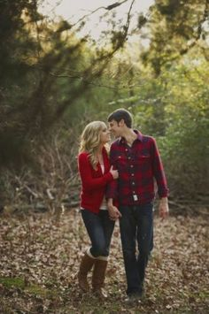 Fall Engagement Photo Shoot and Poses Ideas 58