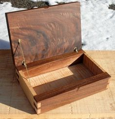 Figured Walnut and Tiger Maple Jewelry Box with hand cut dovetails Figured Walnut and Tiger Maple Jewelry Box with. Woodworking Jewellery Box, Small Woodworking Projects, Small Wood Projects, Woodworking Box, Woodworking Videos, Youtube Woodworking, Woodworking Machinery, Woodworking Classes, Jewelry Box Plans