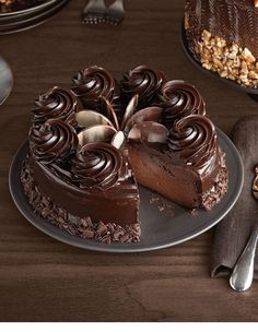 Decadent Chocolate Cheesecake If you are looking for a cheesecake for the ultimate chocolate lover , look no further! This decadent chocolate cheesecake is filled with chocolate! Chocolate Delight, Decadent Chocolate, Chocolate Desserts, Chocolate Cake, Chocolate Cheesecake Recipes, Chocolate Curls, Chocolate Decorations, Double Chocolate Cheesecake, Chocolate Dreams