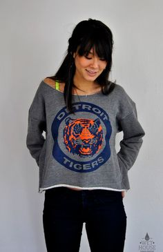 Vintage 80's Detroit Tigers Logo // womens american appareL Athletic Crop Sweatshirt osfm