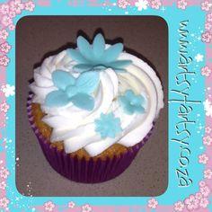 Turquoise Flower Cupcake #turquoiseflowercupcake