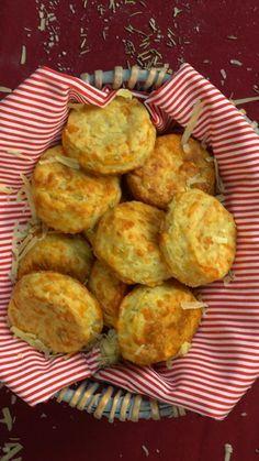 Scones de Parmesano y Romero Gourmet Recipes, Dessert Recipes, Cooking Recipes, Biscuit Bread, Salty Foods, Comfort Food, Finger Foods, Food Videos, Love Food