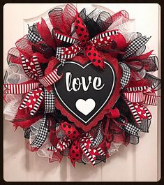 Valentine Deco Mesh Wreath/Love Wreath/Red and black wreath/Spring wreath - The little thins - Event planning, Personal celebration, Hosting occasions Valentine Day Wreaths, Valentines Day Decorations, Valentine Day Crafts, Holiday Wreaths, Holiday Crafts, Valentine Ideas, Printable Valentine, Homemade Valentines, Valentine Box