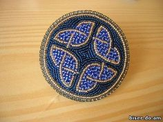 Though not technically a beadweaving tutorial, this two-sided bead embroidery pendant is really nice. The tutorial is based on very clear photographs   Beads Magic