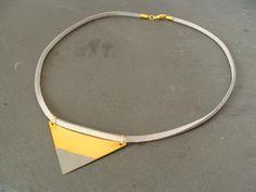 Ketten kurz - geometrische Kette DREIECK gold / grau - ein Designerstück von buntezeiten bei DaWanda