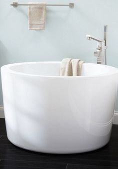 Siglo Round Japanese Soaking Tub - Irene Klassen - Siglo Round Japanese Soaking Tub Create a spa- like atmosphere in your dream bathroom with a round Japanese soaking tub. Steam Showers Bathroom, Bathroom Spa, Simple Bathroom, Modern Bathroom, Bathroom Ideas, Master Bathroom, Bathroom Colors, Bathroom Cabinets, Bath Ideas