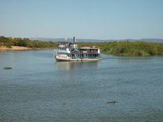 """O vapor  """"São Salvador"""", construído, na Bahia, no ano de 1937, pela Dourado Viana & Cia, recebeu, inicialmente, o nome de """"Alfredo Viana""""."""