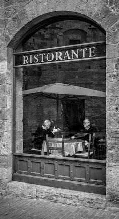 Ristorante von Michael Avory auf - black and white - fotog . Urban Photography, Street Photography, Old Pictures, Old Photos, Vintage Photographs, Vintage Photos, Goldscheider, Vintage Italy, Foto Art