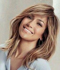 (hair color and cuts brunette) Good Hair Day, Great Hair, Medium Hair Styles, Short Hair Styles, Jlo Short Hair, Mom Hairstyles, Wedding Hairstyles, Shoulder Hair, Layered Hair