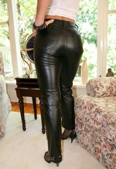 Amateur at home showing her bottom in black leather pants Tight Leather Pants, Leather Trousers, Shiny Leggings, Leggings Are Not Pants, Girls Jeans, Black Faux Leather, Leather Fashion, Women, Latex Cosplay
