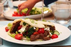 Shawarma Shawarma, Food Inspiration, Tacos, Mexican, Eat, Cooking, Ethnic Recipes, Drink, Kitchen