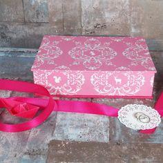 Rosa pink weiße Schachtel im Toile de Jouy Stil