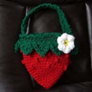 Strawberry Crochet Bag; this is a candidate for a bag to make my mother, who is a strawberry nut, but I will do it with fabric strips instead....