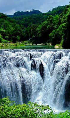 Cascada Shifen situada en el distrito de Pingxi China