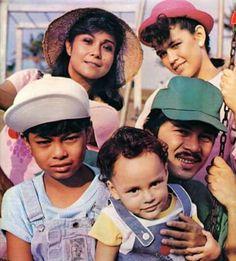 The DE LEON Family! Nora Aunor, Lotlot, Ian, Matet and Christopher De Leon! Nora Aunor, Filipino Culture, Top Celebrities, Pinoy, Philippines, Superstar, Captain Hat, History, Banquet