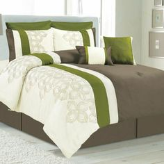 Contemporary Set to complete your bedroom. The contemporary embroid...