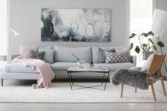 Täten julistan olohuoneeseen sisustusrauhan: matto on saapunut taloon! Tätä ei voi sanoa hätiköidyksi päätökseksi, sillä olohuoneen mattovalssia on vedetty monta kuukautta. Mattokympin kuvausten jälleen meillä on käyny sovituksessa ainakin kymmenen … Rooms Home Decor, Living Room Interior, Living Room Decor, Bedroom Decor, Dream Decor, New Room, Apartment Design, Cozy House, Home And Living