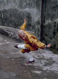 Shaolin monk morning ritual by Steve McCurry